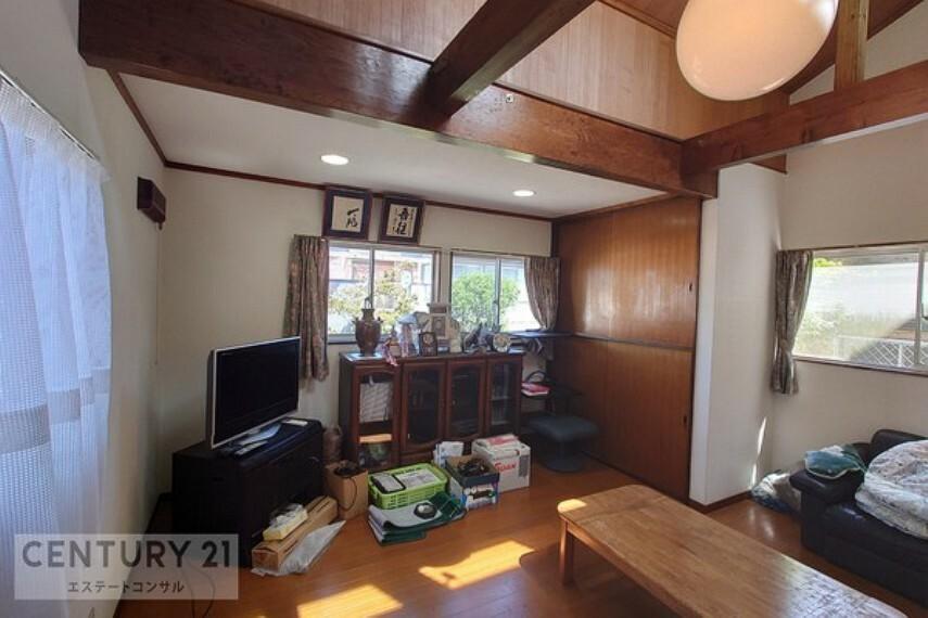 洋室 車庫の2階部分にある離れの洋室約11.5帖