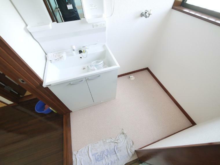 脱衣場 ゆとりの洗面スペースで朝の身支度もスムーズに