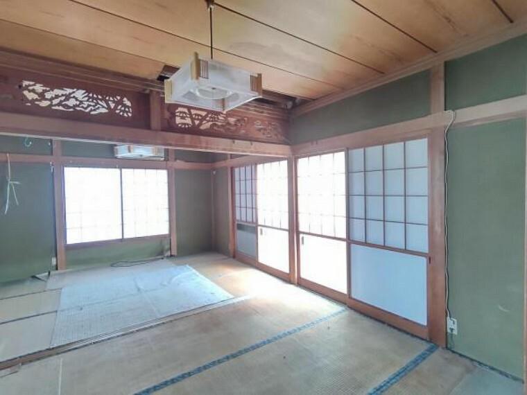 【リフォーム前写真】一階中央和室。南向きで日当たりの良い和室です。畳表替え、障子・襖張替予定です。これから季節、こたつを置いてゴロゴロするのもいいですね。