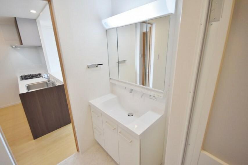 洗面化粧台 使いやすい独立洗面台です