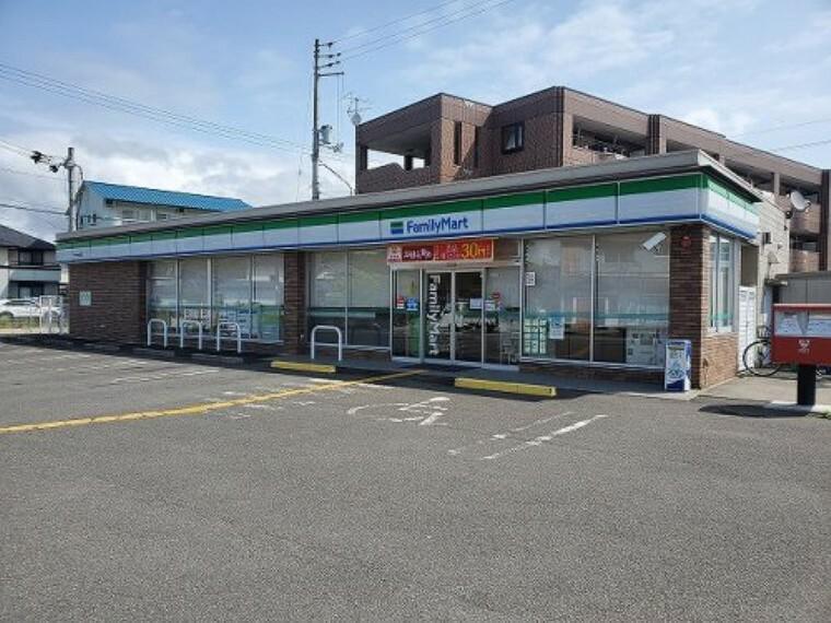 コンビニ 【コンビニエンスストア】ファミリーマート 朝倉西町まで756m