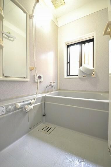 浴室 床がソフトな素材で冷たくありません