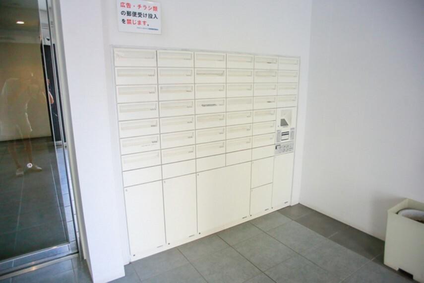 エントランスホール 不在時に便利な宅配ボックス完備です