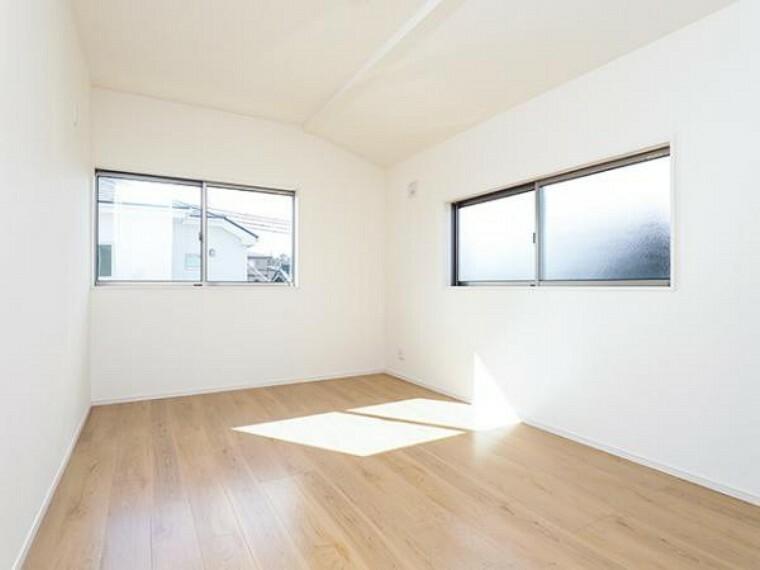 同仕様写真(内観) \同仕様写真/室内はシンプルな仕様となっており、それぞれの好みに合わせたインテリアで、趣味に合わせてレイアウトしやすくなっております。