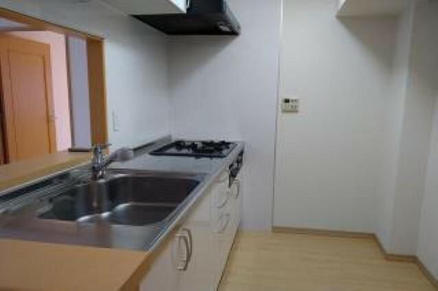 キッチン 設備充実のシステムキッチンです!