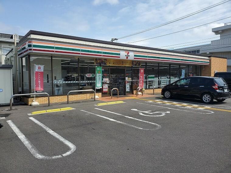 コンビニ 【コンビニエンスストア】セブンイレブン 高知若草町店まで1132m