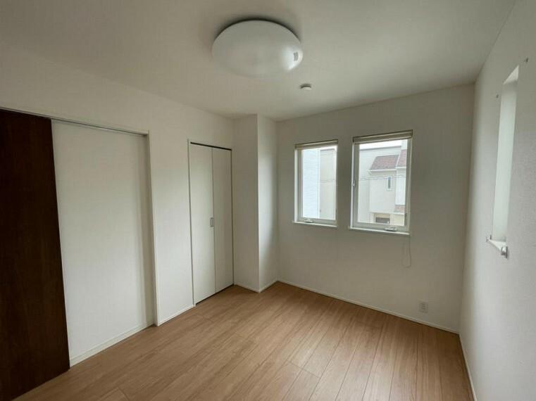 洋室 ~bedroom~  室内はいつも明るい印象なので気持ちの良い朝を迎えられます