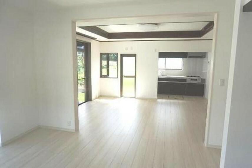 居間・リビング 明るい内装はどんなインテリアも似合いそうですね。