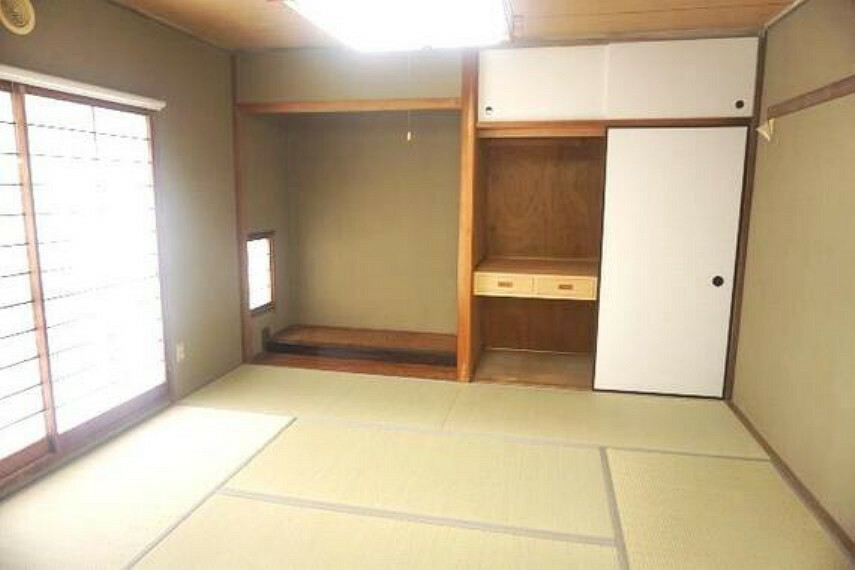 LDK隣りの和室は小さなお子様のお昼寝や、キッズスペースとしても便利にご利用頂けます。