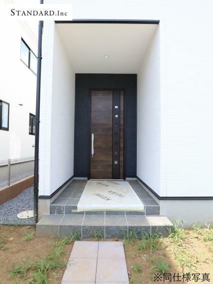 玄関 【同仕様写真】TVモニター付きインターホン・ポスト・散水栓