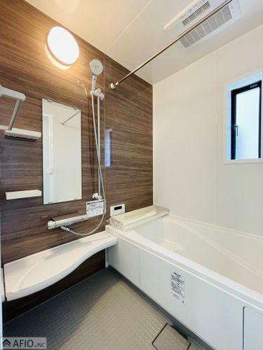 浴室 広々バスルームで毎日の疲れを癒して。
