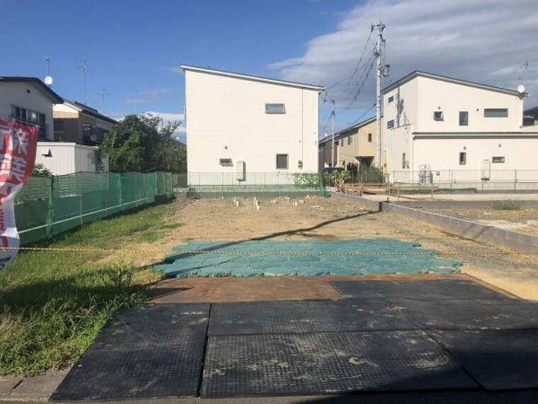 駐車場 駐車スペース2台駐車可能です!(8月28日撮影写真)