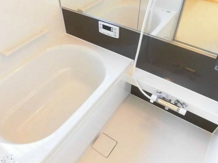 浴室 【同仕様写真】浴室はハウステック製のユニットバスに交換予定です。ゆっくりと一日の疲れを癒すには、きれいなお風呂でゆっくりと温まりたいですよね。