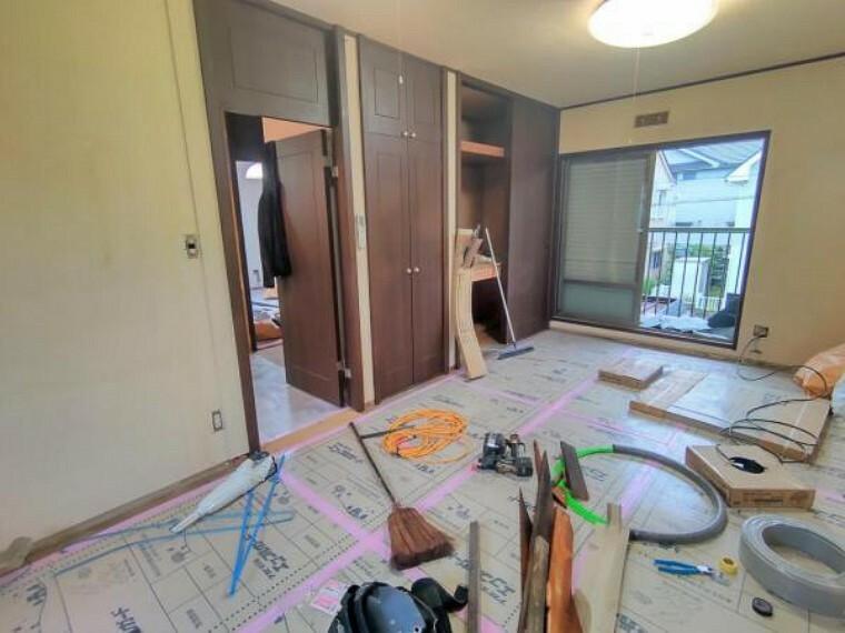 【リフォーム中写真10月25日撮影】2階9畳洋室別角度から。