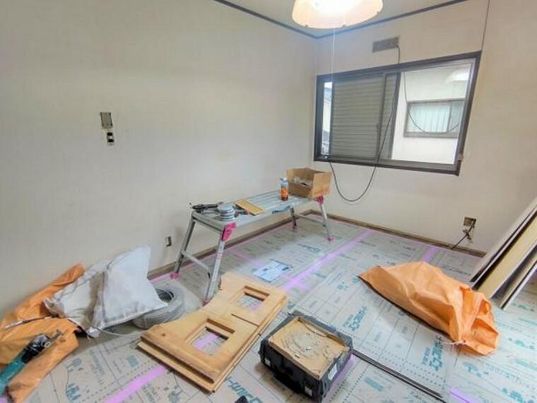 【リフォーム中写真10月25日撮影】2階6帖洋室別角度から。