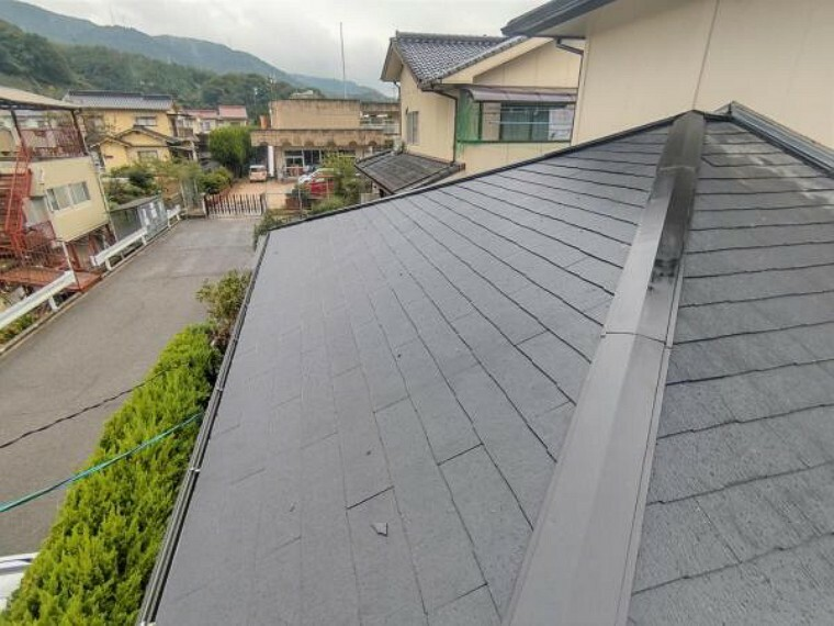 外観写真 【リフォーム中写真10月25日撮影】屋根は葺き替え工事を行いました。