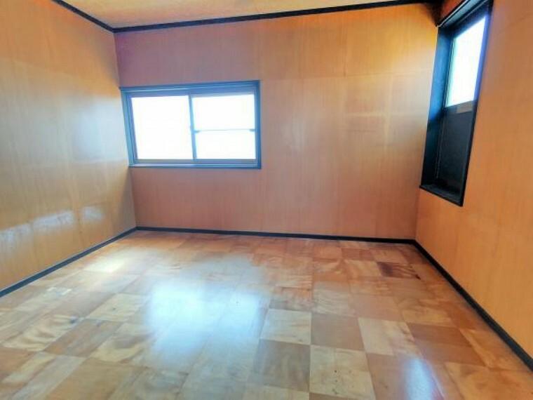 【リフォーム中】二階洋室は天井壁クロス張替え、照明交換、床フローリング張、建具交換を行います。