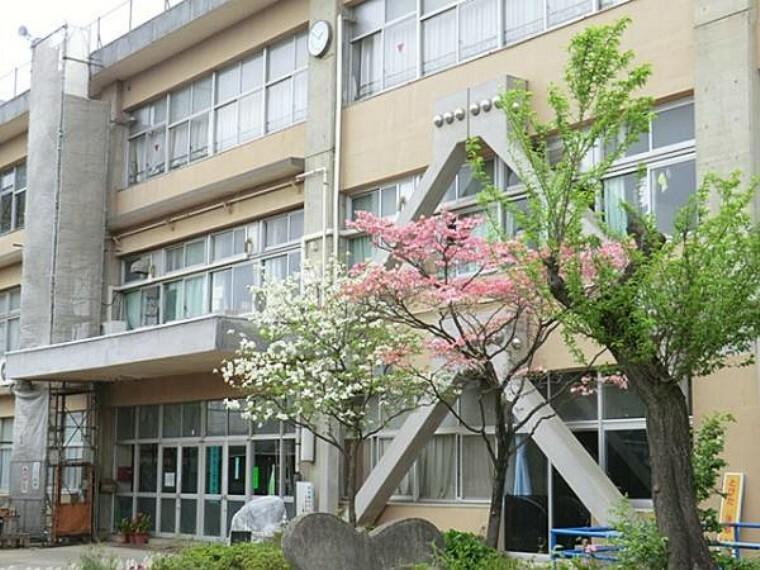 中学校 日野市立七生中学校まで約900m