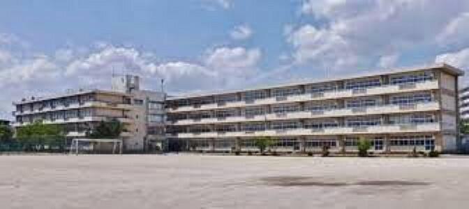 中学校 越谷市立富士中学校 徒歩6分。
