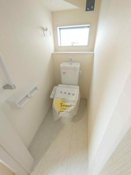 同仕様写真(内観) トイレ:1F2F二か所《 同社施工例 》現地見学や詳細は 株式会社レオホーム へお気軽にご連絡下さい。