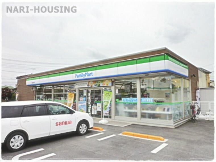 コンビニ 【コンビニエンスストア】ファミリーマート 小荷田店まで445m