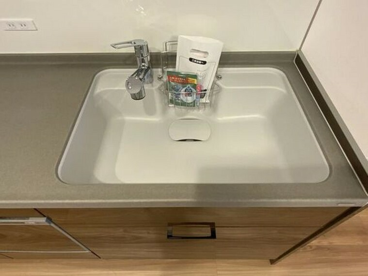 キッチン 大きな調理器具や食器類もゆったり洗える大型シンクが嬉しいですね。