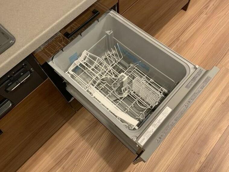 キッチン 食器を洗っている間にお掃除など、様々なシーンで家事の時短に役立つビルトイン食洗機。
