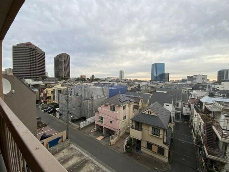 眺望 周囲に高い建物がなく開放感があります。開けた視界がどこまでも広がります。
