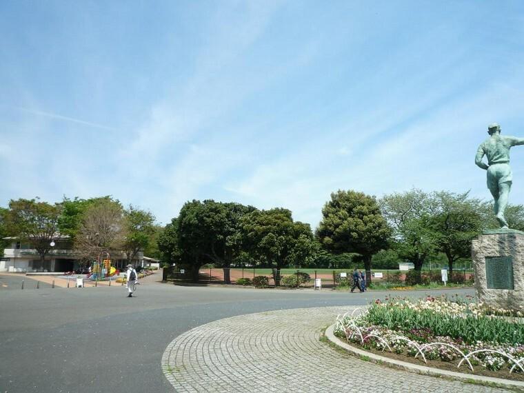 公園 三ツ沢公園(横浜唯一の馬術練習場のほかスポーツ施設が充実しています。)
