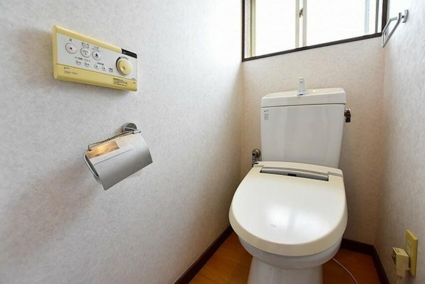 トイレ 1.2階共シャワー暖房便座付お手洗いで快適にお使いいただけます