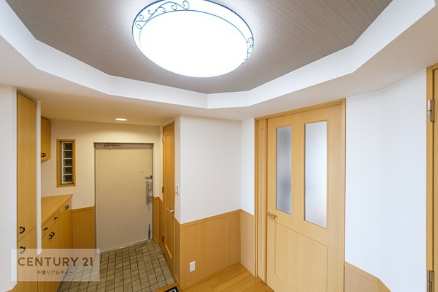 玄関 広々オシャレな玄関はご家族やお客様を気持ちよく迎えられますね。ホッとできるおうちの顔ですね!