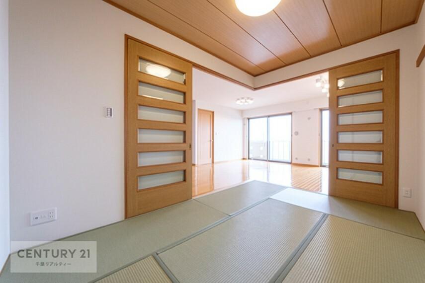 和室 タタミの香りに癒される気持ちのいい空間ですね。陽当たりも良く、お昼寝が気持ちよさそうです。