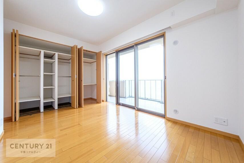 子供部屋 全居室収納スペース付きで、たっぷり収納がございます。 お部屋をスッキリと片づけられますね!