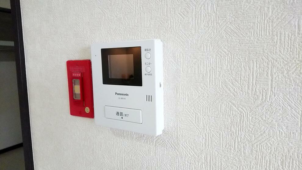 TVモニター付きインターフォン 来客者の姿が確認できるので安心です。