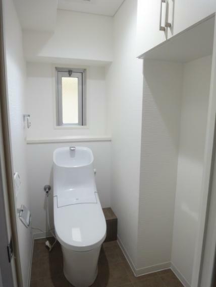 トイレ シャワートイレ(壁リモコン)窓あり
