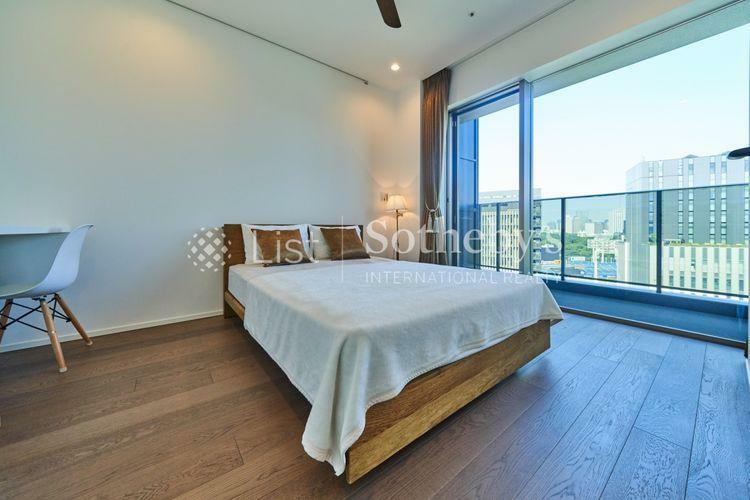 寝室 ~主寝室~東向きで朝から気持ちの良い陽が差し込む贅沢な寝室。床暖房も使える為、冬も乾燥を防げて快適です。