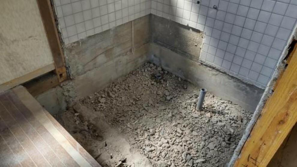 浴室 【リフォーム中】浴室です。既存浴室を解体し新しくTOTO製のユニットバスを新設します。
