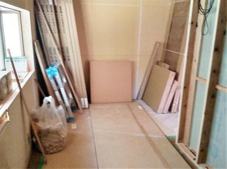 【リフォーム中】これから、間仕切り壁を新設し洋室5帖のお部屋に間取り変更予定です。