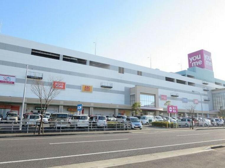ショッピングセンター ゆめタウン丸亀まで900m、車で2分です。