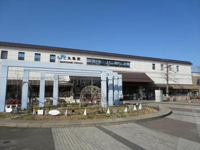 丸亀駅まで2600m、自転車で13分です。