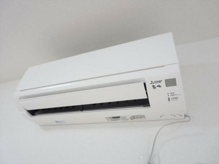 冷暖房・空調設備 (同仕様写真)エアコンはあらかじめ1台設置予定です。追加工事も承っております。弊社で取付工事を行うことにより住宅ローンでのお支払いも可能です。
