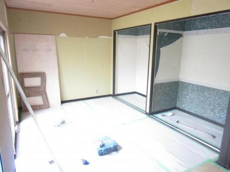 【リフォーム中】6畳和室は、洋室に変更し、LDKと繋ぎます。3枚戸をつけるので、部屋として仕切ることも可能です。(2021.10.11撮影)