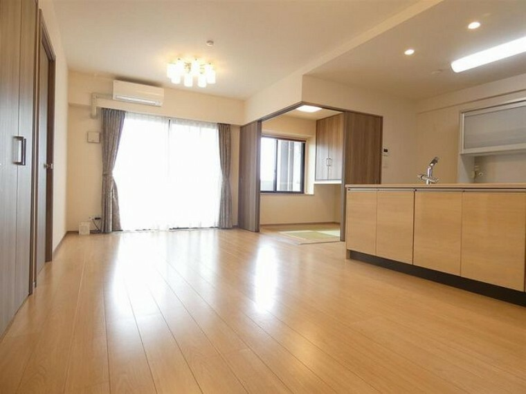 居間・リビング 床暖房を装備。ペアガラスにより断熱性を高めます。