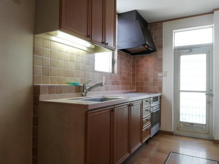 キッチン 収納が多く整理されたキッチンでは料理がはかどります。