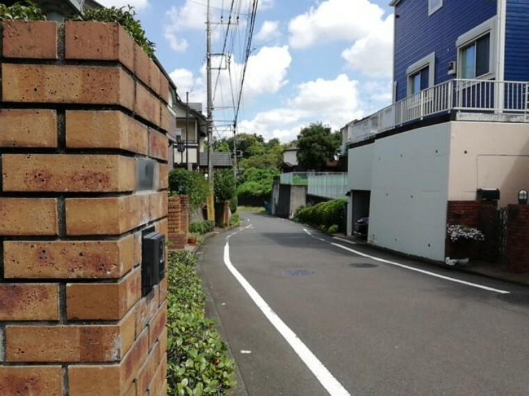 現況写真 道路までの距離や建物のサイズ感も実際の現地を確認下さい。