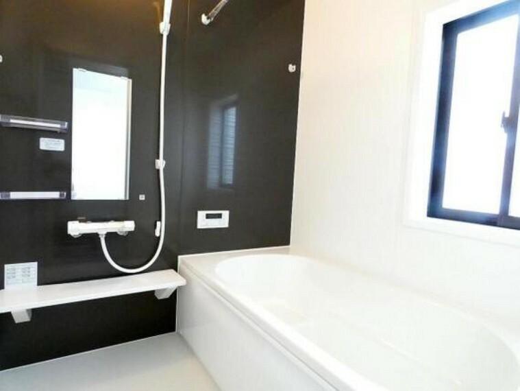 浴室 スイッチひとつでお風呂を沸かせるオートバスです。