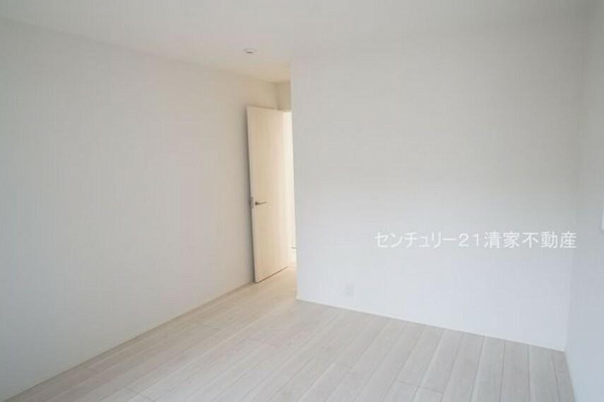 子供部屋 2号棟:子供部屋にも嬉しい全居室収納スペース(2021年09月撮影)