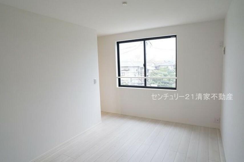 洋室 2号棟:全居室収納ありで住空間スッキリ!(2021年09月撮影)