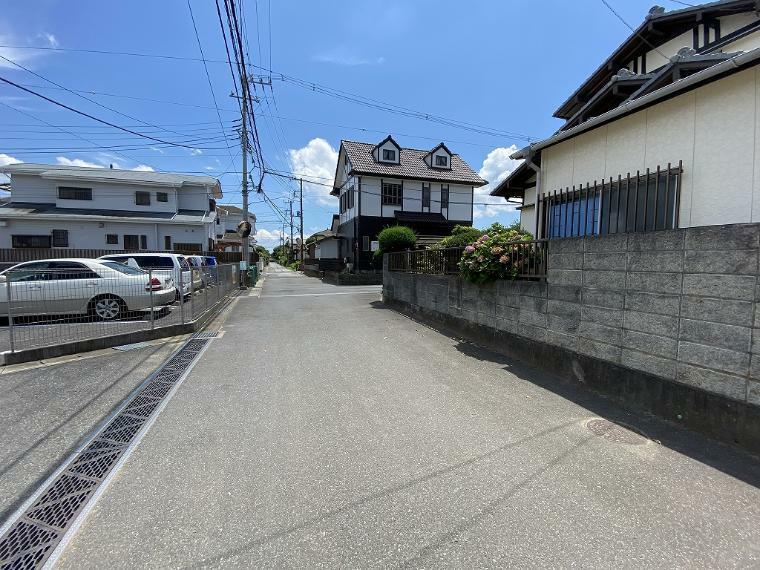 外観写真 東側接道道路