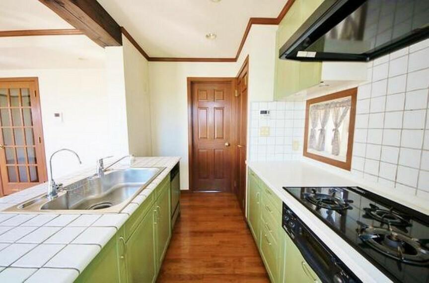キッチン 広々キッチンを採用。みんなで作った料理を召し上がりながらの会話は、どのような物になるのでしょうか。
